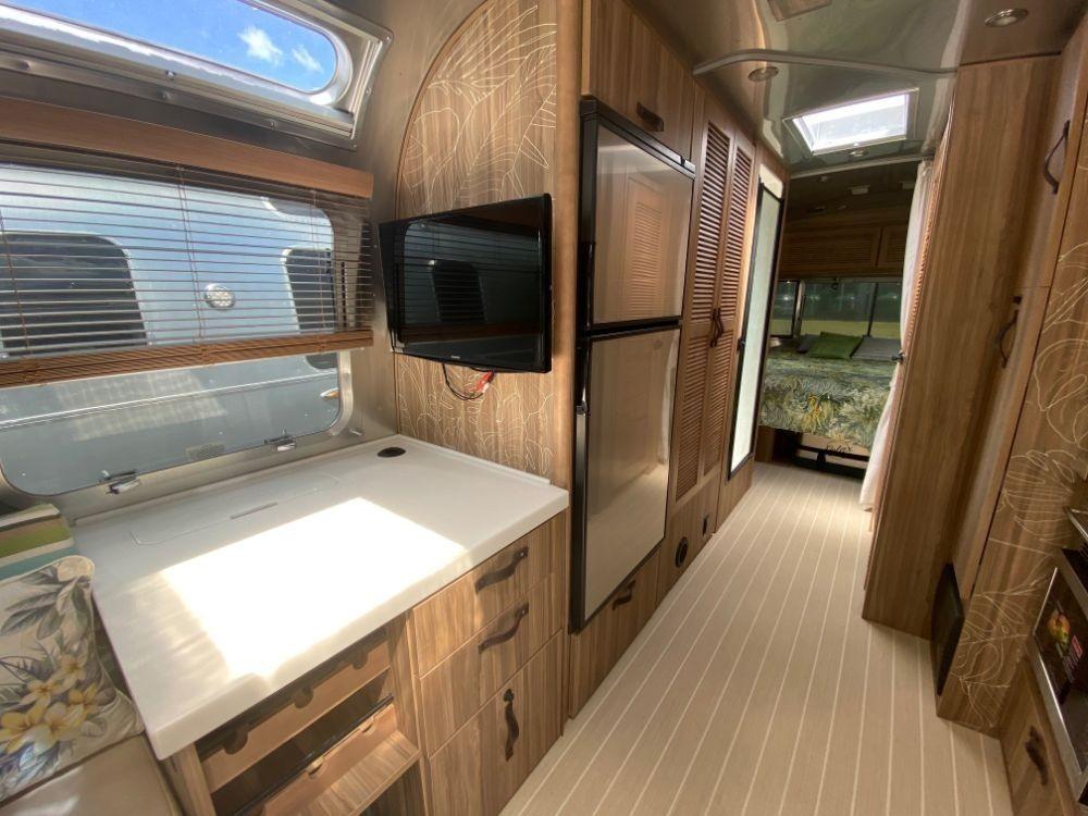2019 Airstream Tommy Bahama 27 - Florida, Lato