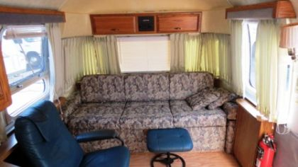 Vintage 1990 Airstream Limited Tri Axle 34