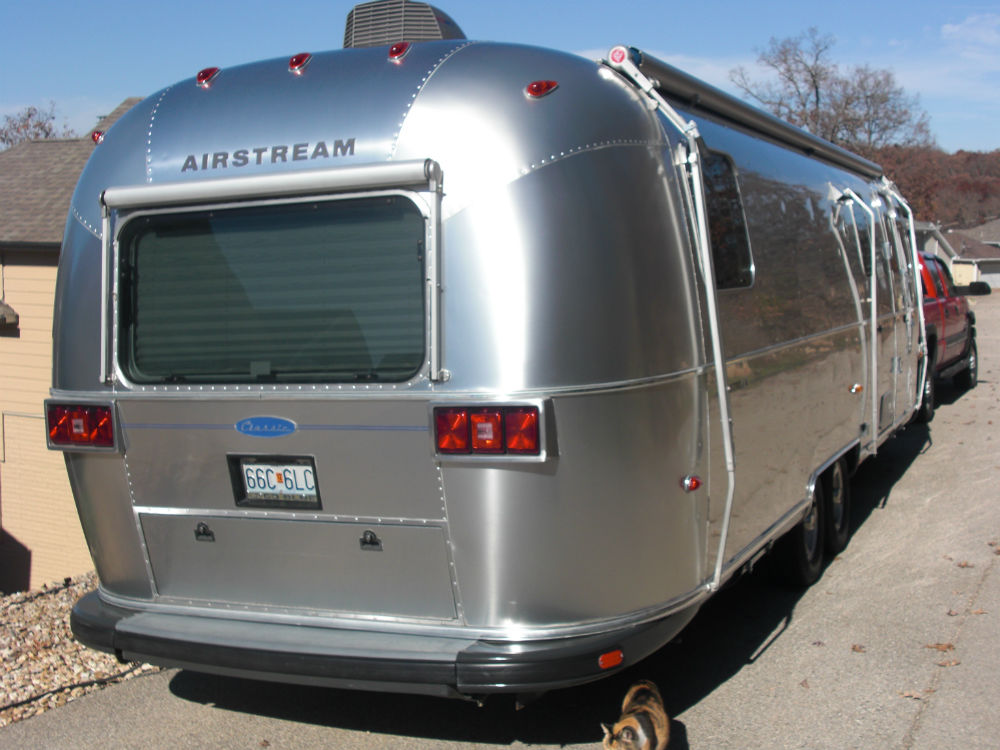 airstream mechanism Speech therapy techniques include breathing exercises maybe you looking for scientific aspects but it is obvious that through exercise through lungs bring the desire effect such as soprano arias.