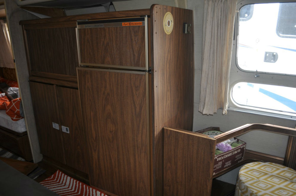 1976 airstream sovereign 31 california. Black Bedroom Furniture Sets. Home Design Ideas