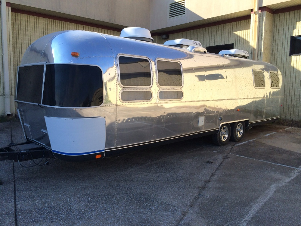 1989 airstream land yacht 33 tennessee. Black Bedroom Furniture Sets. Home Design Ideas