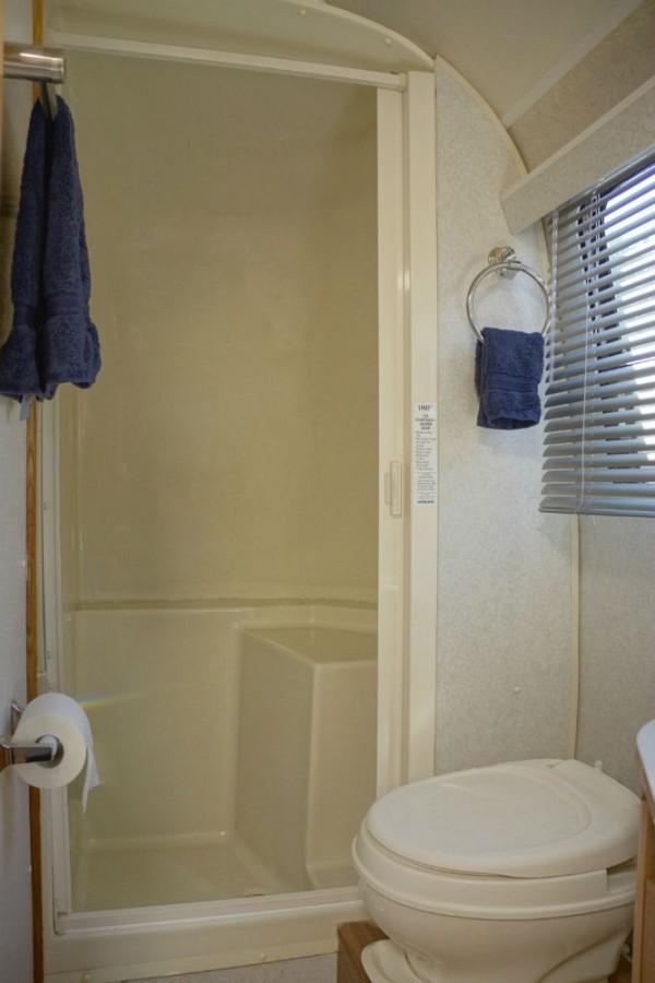 2006 airstream safari 30 colorado for Adjustment bureau bathroom scene