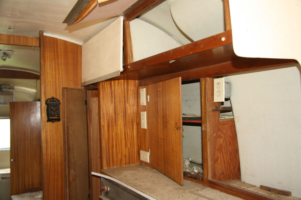 Cabinets And Appliances - 1965 Sovereign