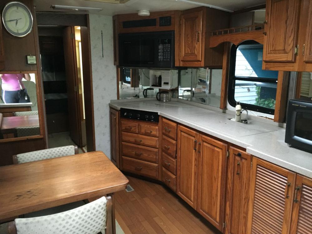 1995 Airstream Land Yacht Widebody 36 Pennsylvania
