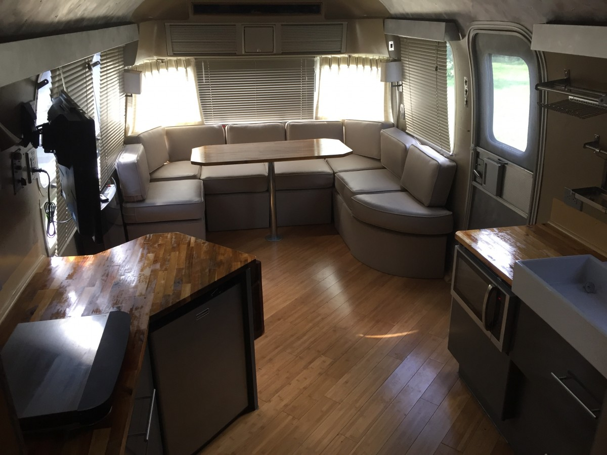 1985 airstream sovereign 31 texas. Black Bedroom Furniture Sets. Home Design Ideas